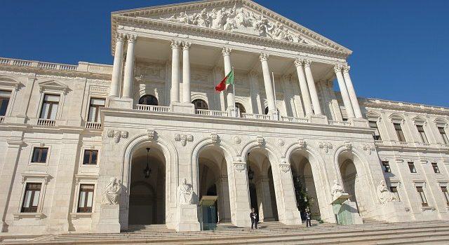 Parlamento escolhe deputado-advogado de Vistos Gold  para dar parecer sobre projeto de lei que extingue Vistos Gold